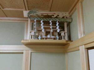 神棚は家に設置する?設置場所のポイントとは。